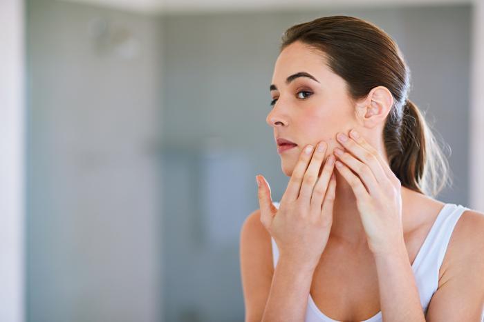 ニキビや毛穴トラブルを改善する美容液を厳選!スキンケア方法も紹介