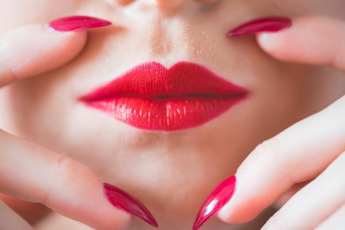 肌荒れにおすすめの市販化粧水12選!ニキビ・敏感肌に悩む方必見!